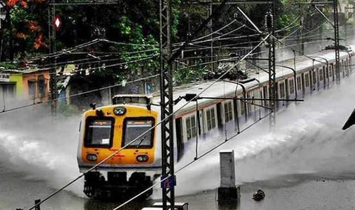 Monsoon Alert Live News Updates: Heavy Rainfall Likely in Mumbai Today, Local Trains Continue to Run Late