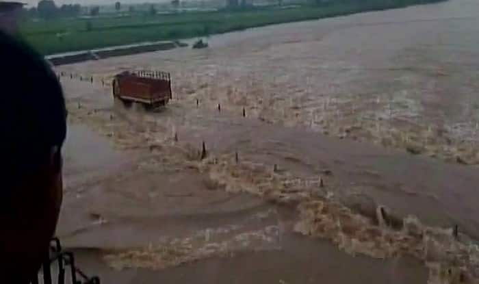 Monsoon 2017: Floods in Gujarat, Railway Bridge Washed Away in Odisha; Heavy Rains to Continue in Many States