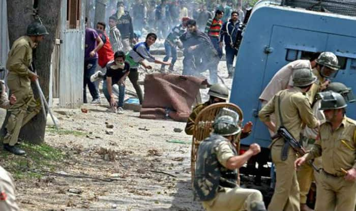 Stone Pelting: Centre to Procure Full Body Protectors For Security Personnel in Jammu And Kashmir