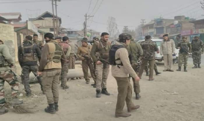 Jammu And Kashmir: Terrorists Hurl Grenade at Police Station in Pulwama; No Casualties Reported