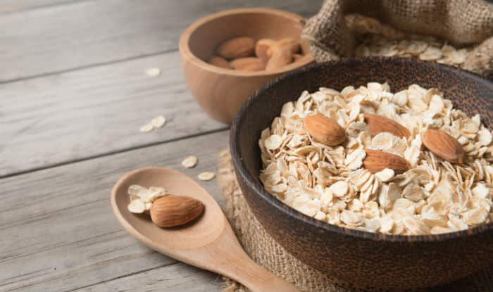 Almond and oatmeal face mask to prevent breakouts