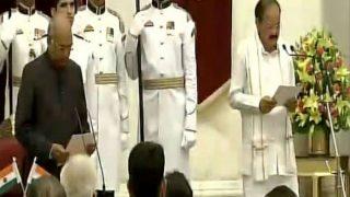 Venkaiah Naidu takes oath as vice president of India | व्यंकय्या नायडू यांनी उपराष्ट्रपतिपदाची घेतली शपथ