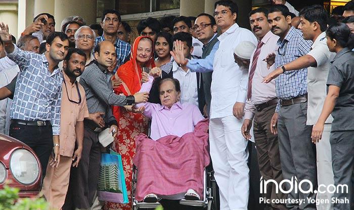 Dilip Kumar Discharged From Hospital; Saira Banu Kisses Her Yusuf Sahab As They Head Home – View Pics