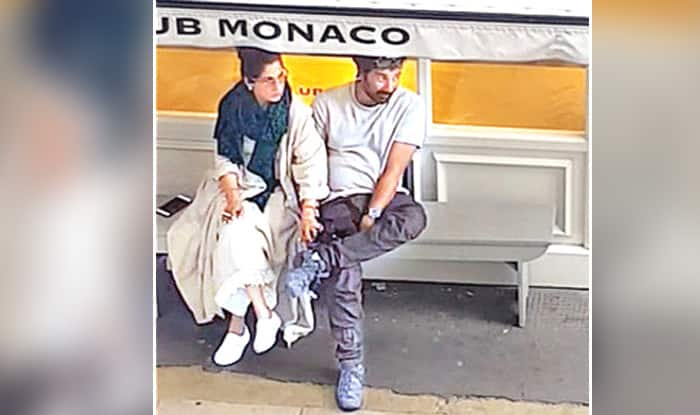 Sunny Deol And Dimple Kapadia Go Vacationing In London, Spotted Holding Hands – Watch Video