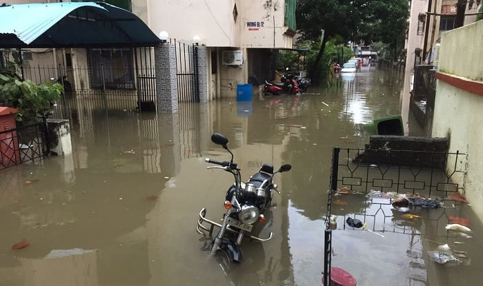 Mumbai Rains Disrupt Normal Life For Second Day; Road Traffic Affected Due to Waterlogging, Flights, Trains Delayed