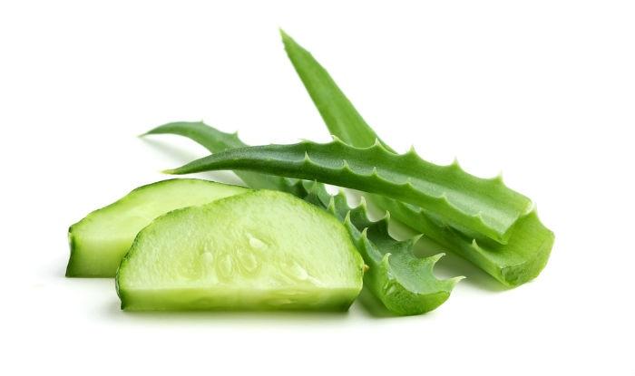 Cucumber and aloe vera face mask