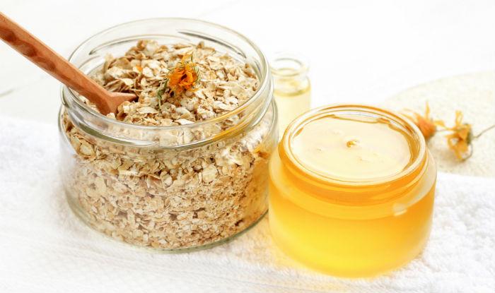 Banana, honey and oatmeal face mask
