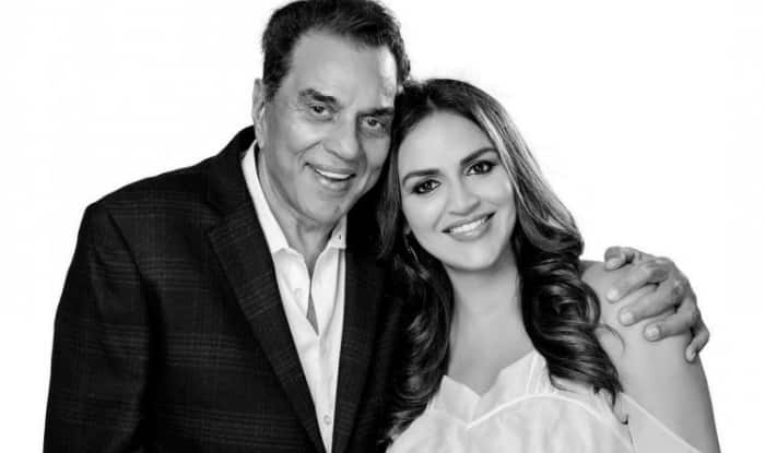 This Picture Of Father-Daughter Duo Dharmendra-Esha Deol Is ADORABLE