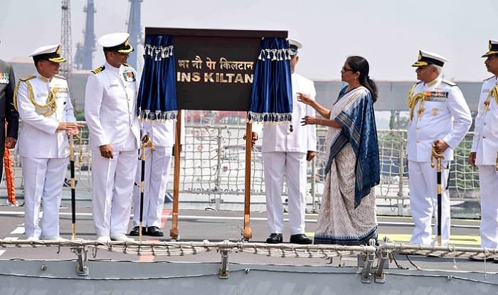 Nirmala Sitharaman unveils the plaque at the Commissioning Ceremony of the INS Kiltan at the Vizag Naval Dock Yard.
