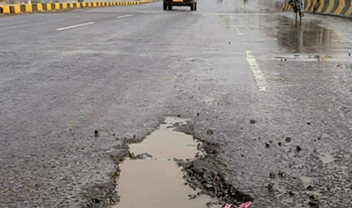 Delhi: 61-Year-Old Becomes Victim of Pothole, Family Says Govt Should Take Steps to Prevent Such Incidents