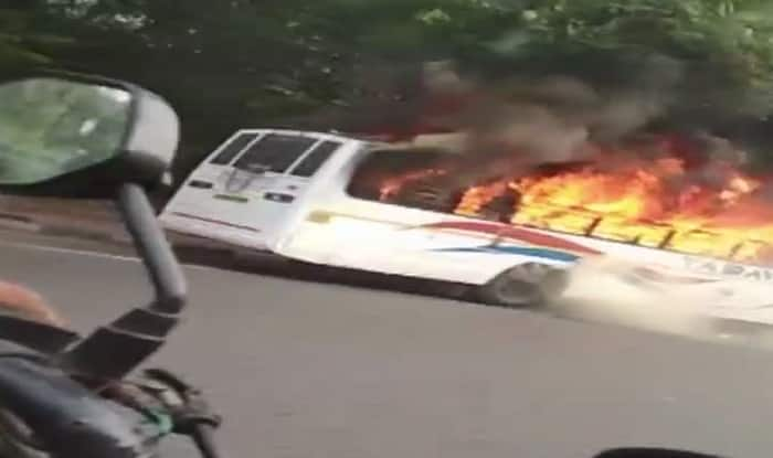 Delhi: Fire Breaks Out in Kendriya Vidyalaya School Bus Near Dhaula Kuan, Students Evacuated