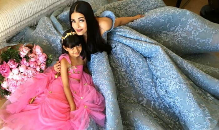 Aaradhya Bachchan Is Just Like Mommy Aishwarya Rai Bachchan When It Comes To Posing For Pictures! Here's Proof
