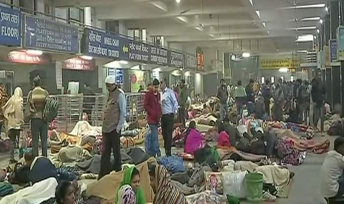 Crowds at NDLS as trains get delayed (ANI)