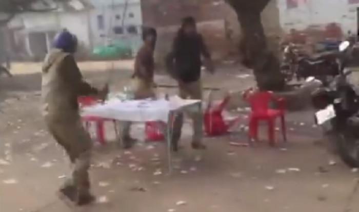 Police lathicharge locals in Barabanki (ANI)