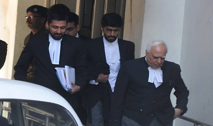 Ayodhya dispute: Sunni Waqf Board says Kapil Sibal statement in court was wrong | अयोध्या विवाद: सुन्नी वक्फ बोर्ड ने सिब्बल के बयान से किया किनारा, कहा- हम चाहते है मामले का हल जल्द निकले