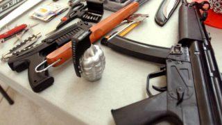 police arrested 3 people in bihar with illeagel weapons | बिहार: जमीन के अंदर छिपा रखा था हथियारों का जखीरा, पुलिस ने 3 को दबोचा