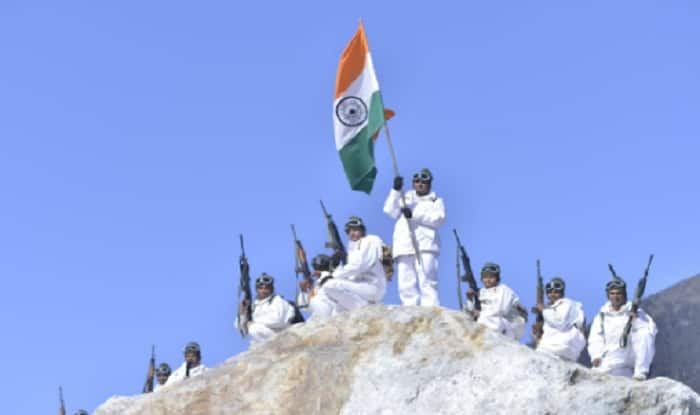 Republic Day: ITBP Jawans Unfurl Tricolour at 18000 Feet, in Minus 30 Degrees in Himalayas – Watch Video