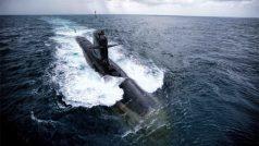 Indian Navy launches 'Karanj' the third Scorpene class submarine built at Mumbai's Mazagon Dock Shipbuilders Limited   रडार को भी चकमा देगी ये पनडुब्बी, आईएनएस करंज सबमरीन मुंबई में लॉन्च