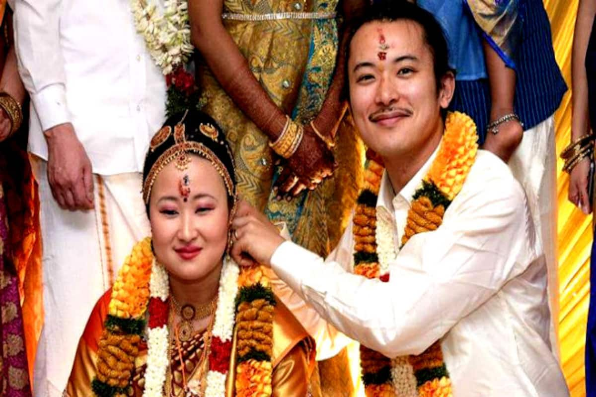 Japanese Couple Gets Married As Per Tamil Customs In Madurai For The Love Of Its Culture And Tradition Video India Com