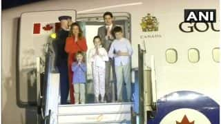 Canada Prime Minister Justin Trudeau arrives in India with his family | कनाडा के पीएम जस्टिन ट्रूडो परिवार सहित पहुंचे भारत, इस अंदाज में जीता दिल