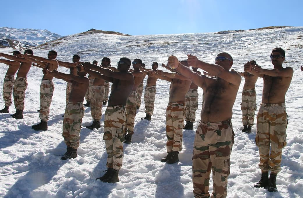 Incredible Pictures Of Indo-Tibetan Border Police Doing Yoga In The Himalayas Are Breaking The Internet