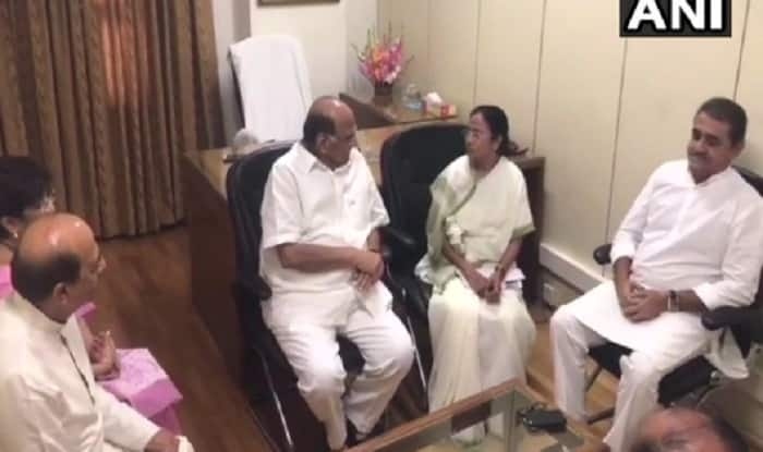 West Bengal Chief Minister Mamata Banerjee Meets NCP Chief Sharad Pawar in Delhi Amid Call For Anti-BJP Front