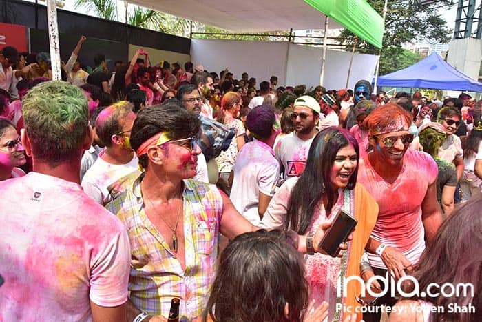 ekta-kapoor,ken-gosh,Shabir-Ahluwalia,Kanchi-Kauletc--at-holi-invasion's-holi-party-at-celebration-club-on-02-03-2018.-PICS-YOGEN-SHAH.--(18)