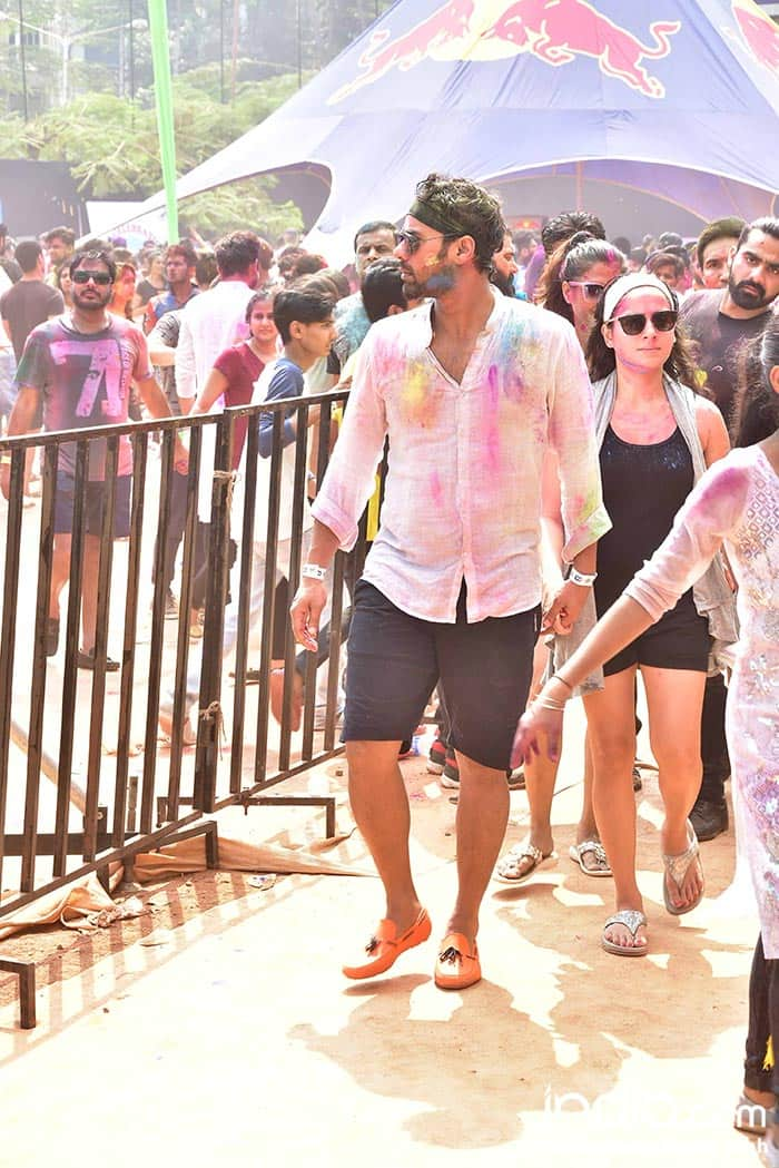 ekta-kapoor,ken-gosh,Shabir-Ahluwalia,Kanchi-Kauletc--at-holi-invasion's-holi-party-at-celebration-club-on-02-03-2018.-PICS-YOGEN-SHAH.--(77)