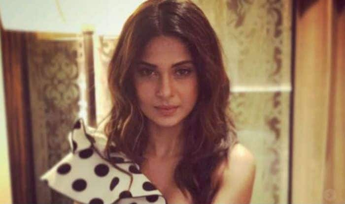 Bepannaah Actress Jennifer Winget Looks Stunning In This Black Anarkali Suit – See Pic