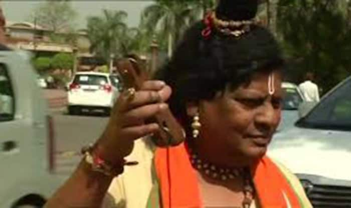 TDP MP N Sivaprasad Dons Another New Avatar at Parliament to Demand Special Status For Andhra Pradesh: Here's a Look at His Avatars so Far