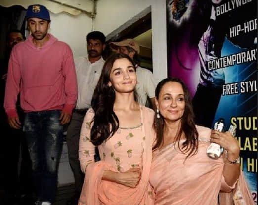 Ranbir Kapoor And Alia Bhatt Twin In Pink As They Watch Raazi Together Along With The Film's Cast And Crew – View Pics