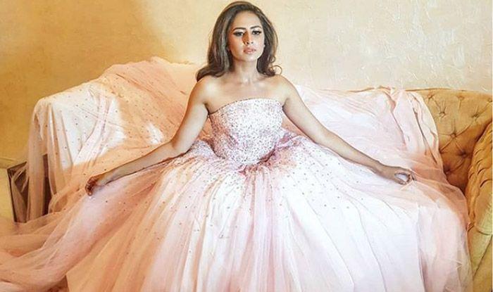 Punjabi Hotness Sargun Mehta Looks Sexy as She Performs on 'Tu Cheez Badi' During Friend's Pre-wedding Ceremony – Watch Video