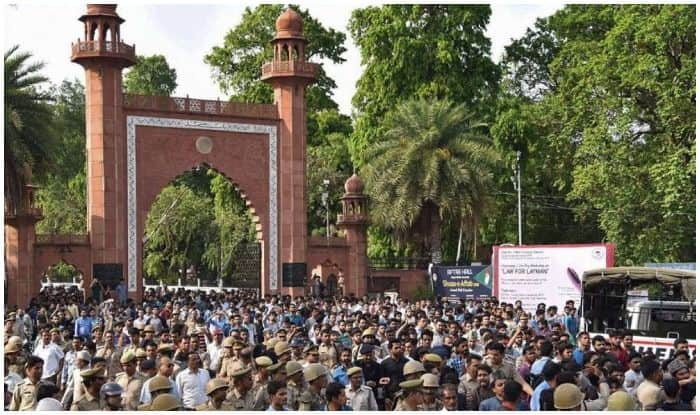 AMU Protest Joined by JNU, Jamia, Allahabad University Students; 3,000 at Sit-In