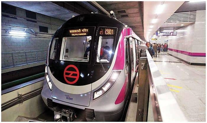 Nearly 3 Lakh People Use Magenta Line on Day 1 of Full Service
