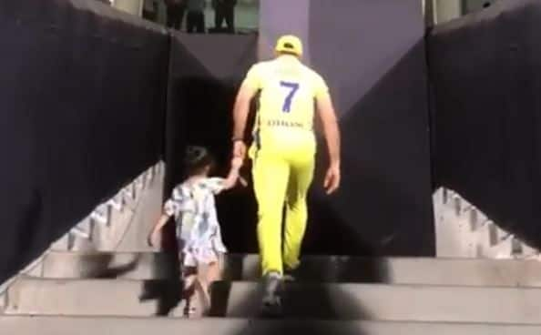 IPL 2018: MS Dhoni Shares Adorable Video of Daughter Ziva Dhoni Giving him Company in Pune, Watch Adorable Video