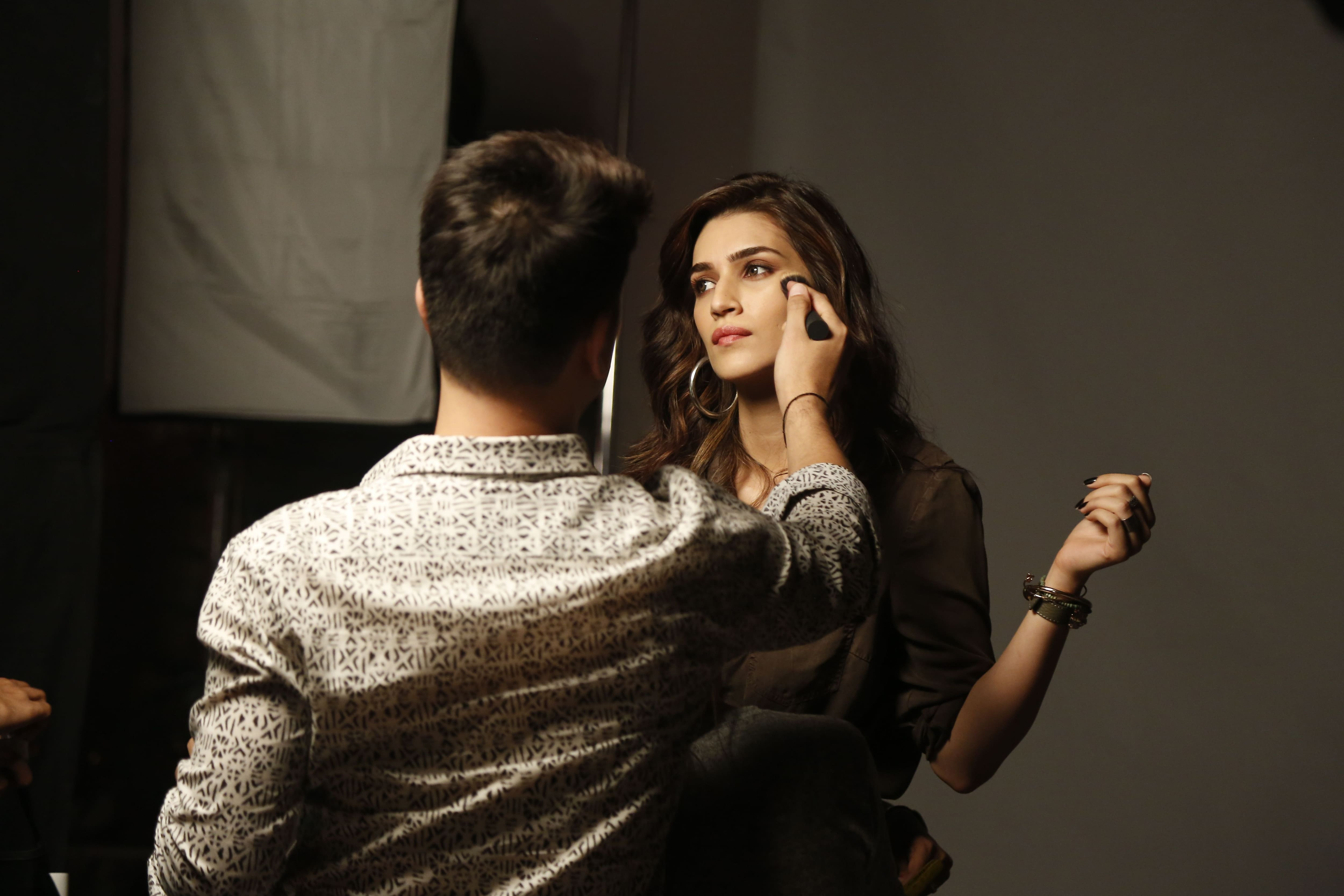 Kriti Sanon gets a quick touch at her label, Ms.Taken photoshoot