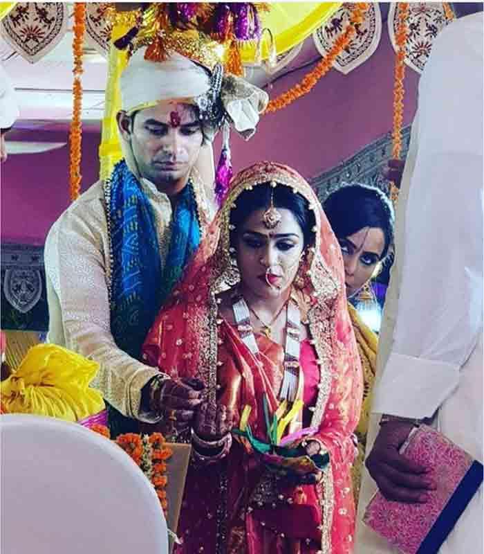 Tej Pratap Yadav- Aishwarya Rai Divorce: RJD Leader Tweets Rahim's Verse, Drops Fresh Hint That he's in no Mood to Reconcile