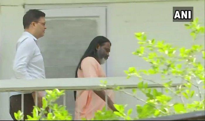 Self-styled Godman Daati Maharaj Reaches Crime Branch in Rape Case