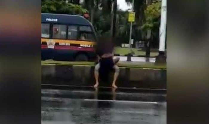 Young Couple Makes Love Publicly at Marine Drive's Nariman Point; Video Goes Viral