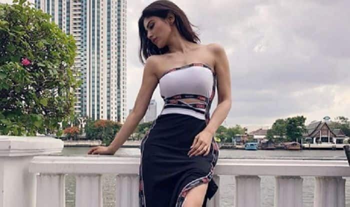 Mouni Roy Shows Off Her Sexy Curves as She Lands in Bangkok Ahead of IIFA 2018
