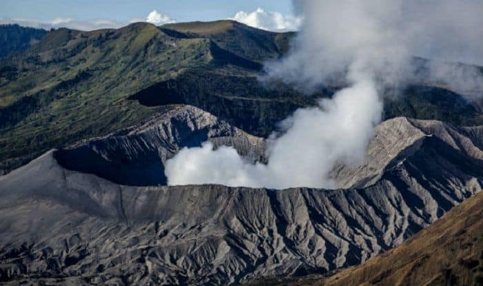 Bali: Over Dozen Flights Cancelled After Mount Agung Volcano Erupts