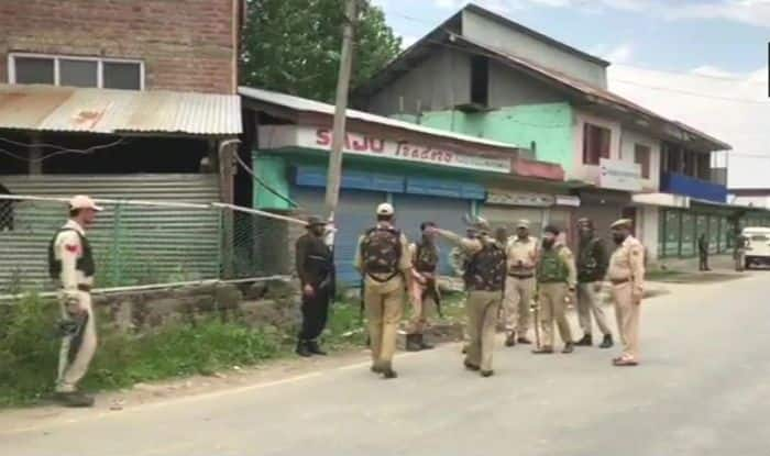 Jammu And Kashmir: Terrorist, Four Overground Workers Held in Awantipora; Probe Launched