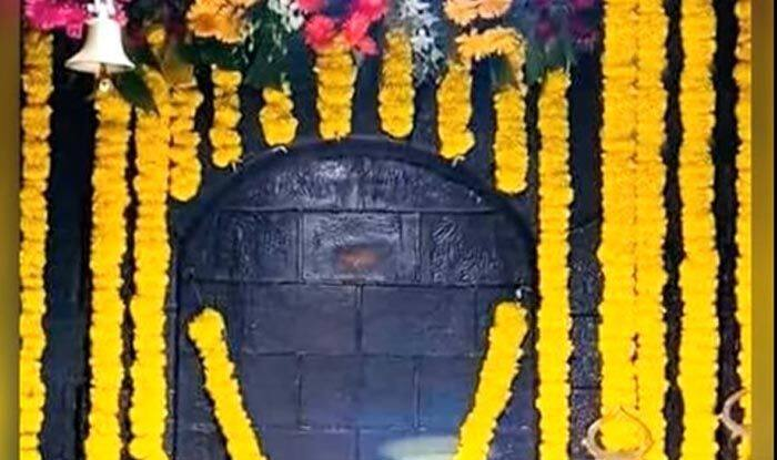 Sai Baba Image Appears on The Wall of Shirdi Sai Temple For 3 Hours; Read Details