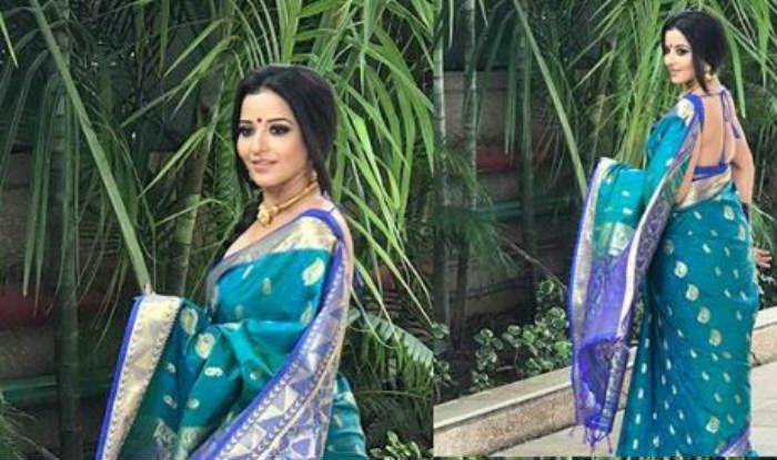 Bhojpuri Bombshell Monalisa Looks Hot in Blue Sleeveless Banarasi Saree, Check Her Sexy Pic