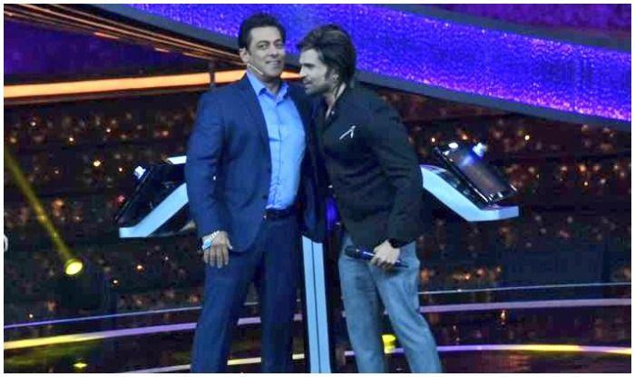 Salman Khan's Charity Work Impresses Himesh Reshammiya, Calls Salman Real Life Hero