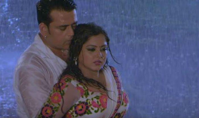 Bhojpuri's Sizzling Jodi Ravi Kishan -Anjana Singh's Hot Rain Dance in Saiyan Dekhi Na Aise Nazar Se Will Leave You Sweating in Monsoons