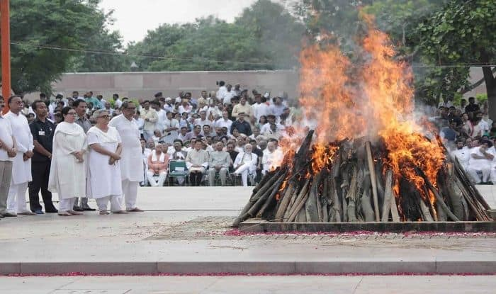 Atal Amar Rahe: Bharat Ratna Vajpayee Cremated With Full State Honours; Nation Bid Tearful Farewell to Former PM