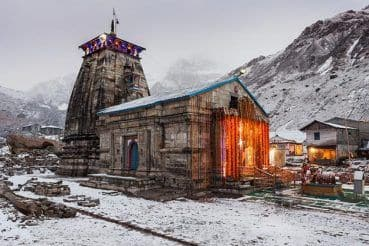 Heavy Snowfall in Kedarnath and Badrinath Region, Roads Affected