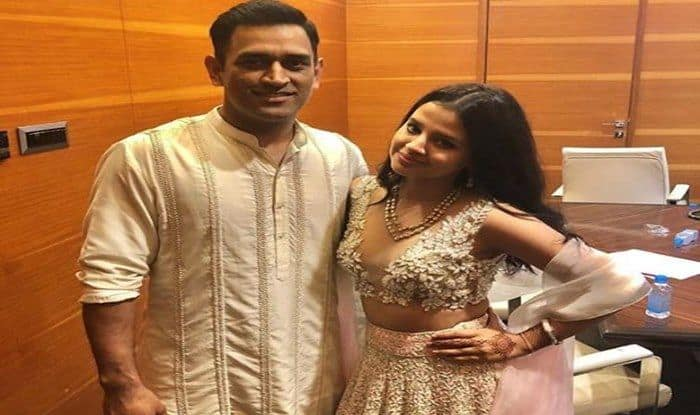 Sakshi Dhoni Pulls Husband MS Dhoni's Leg With Cheeky Reply on Cricketer's 'Waterfall Video' in Ranchi | WATCH