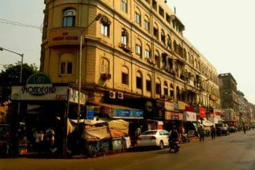 Shopper's Delight: Here's How to Reach Colaba Causeway in Mumbai